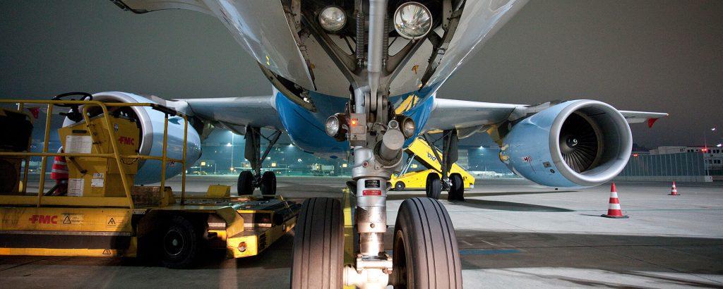 AV Research below Austrian A320